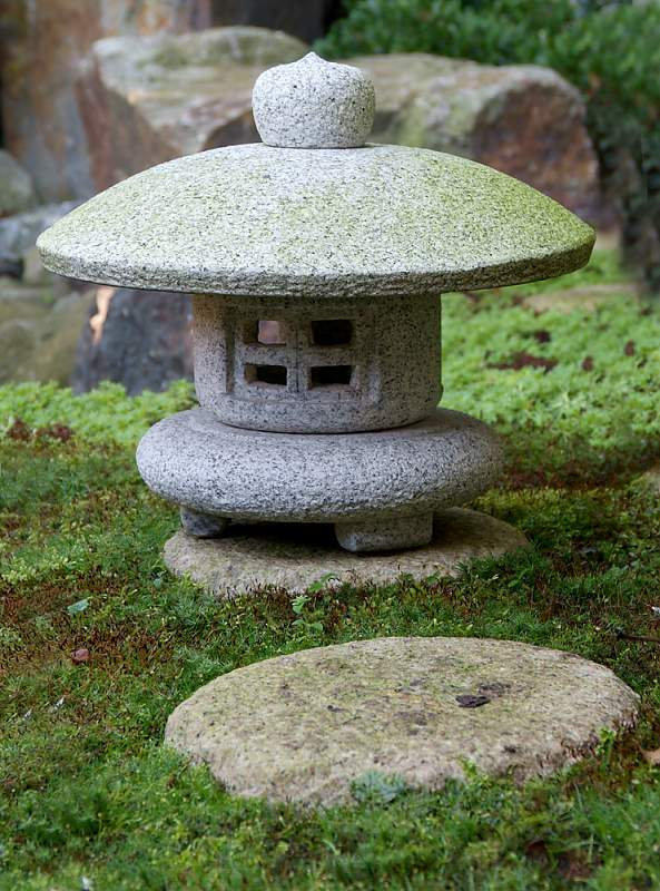 Садовый японский фонарь своими руками